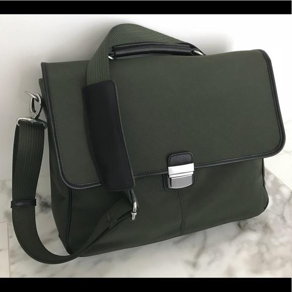 Banana Republic Bags   Nwt Mens Messenger Crossbody Bag   Poshmark 1b2e387fab